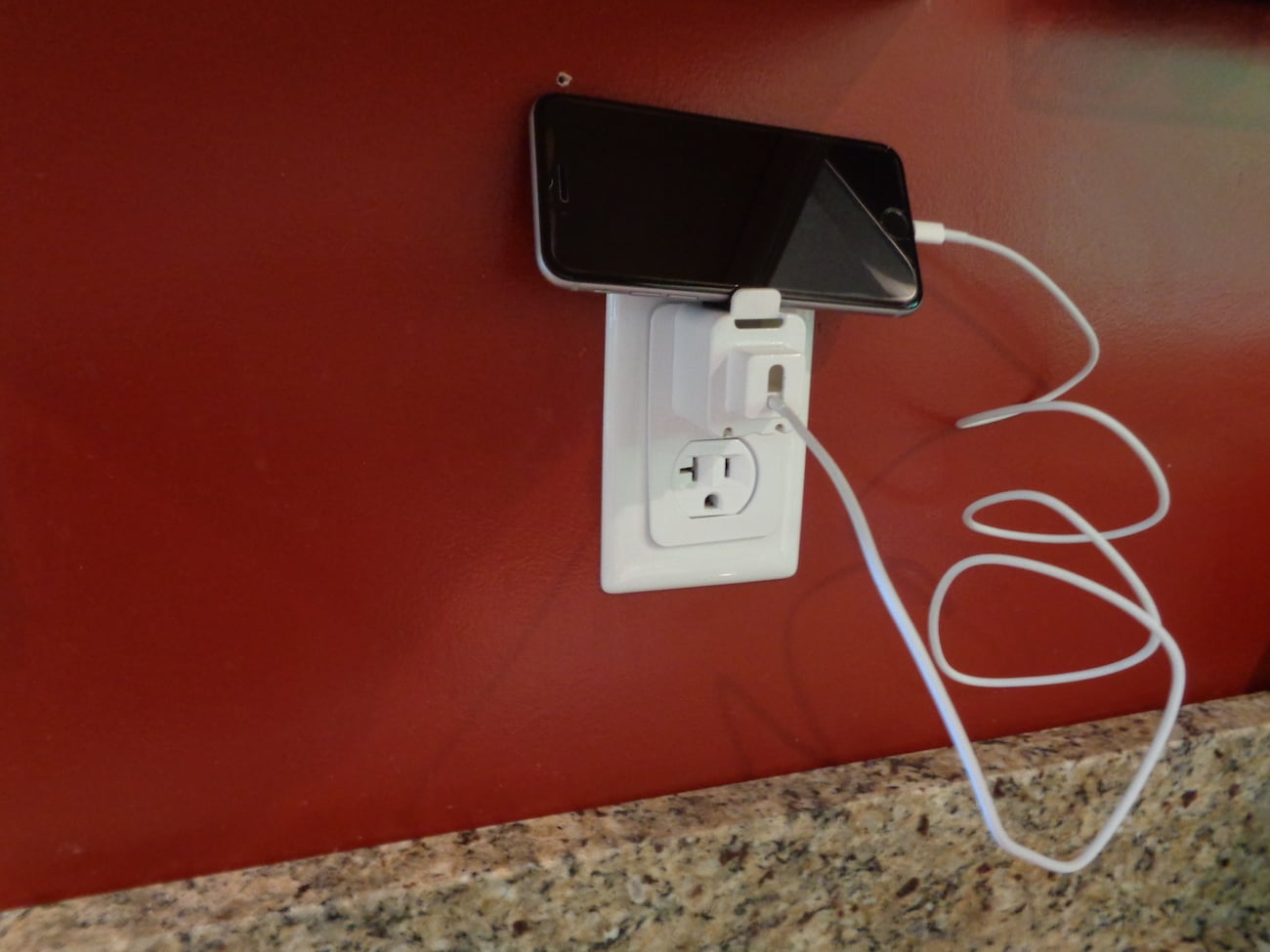 """<em class=""""algolia-search-highlight"""">Charger</em> Cuff Secure Charging Block"""