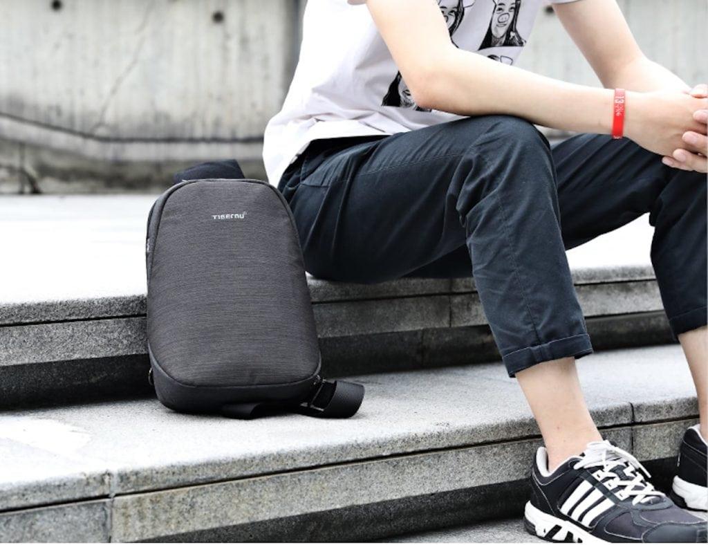 Splashproof+Crossbody+Everyday+Messenger+Bag