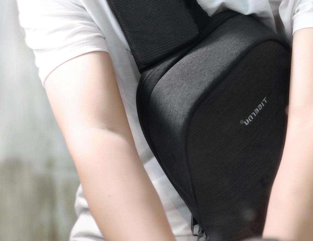 Splashproof Crossbody Everyday Messenger Bag