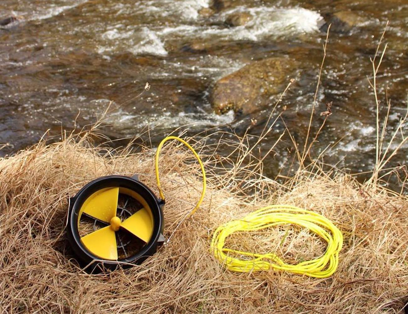 WaterLily Turbine Camping USB Charger