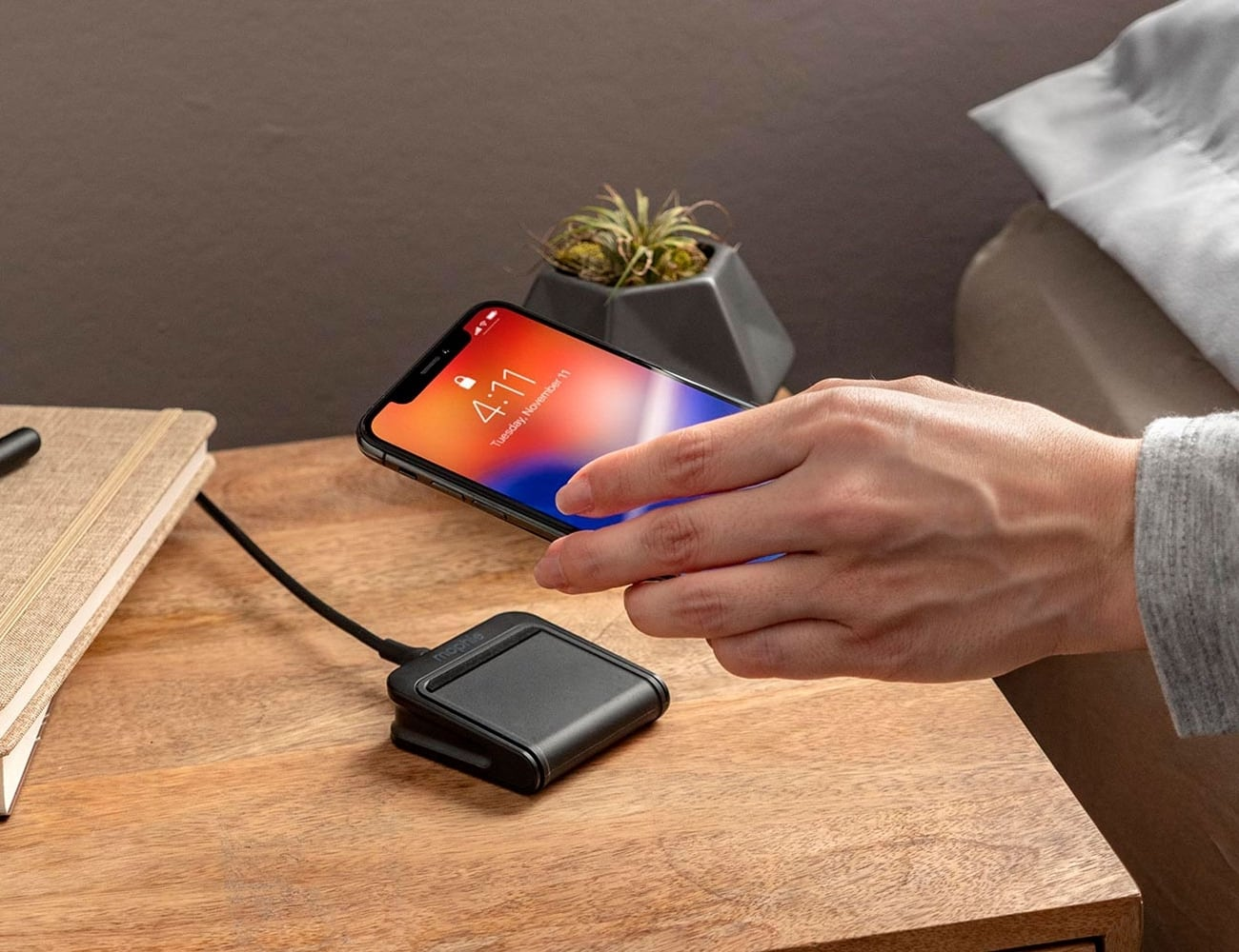 mophie charge stream pad mini Qi Wireless Charger starts charging your phone immediately