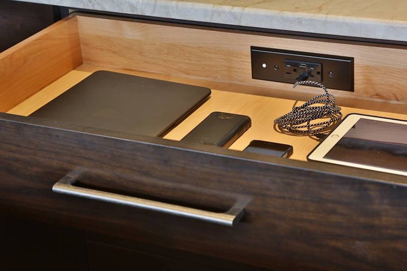 Docking Drawer In Drawer Electrical Outlets 187 Gadget Flow