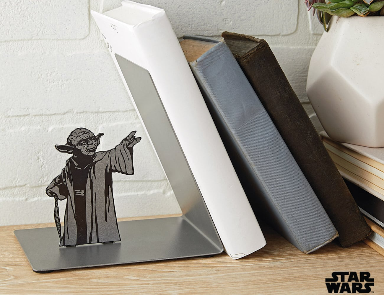 Hallmark Star Wars Yoda Metal Bookend uses the power of the Force