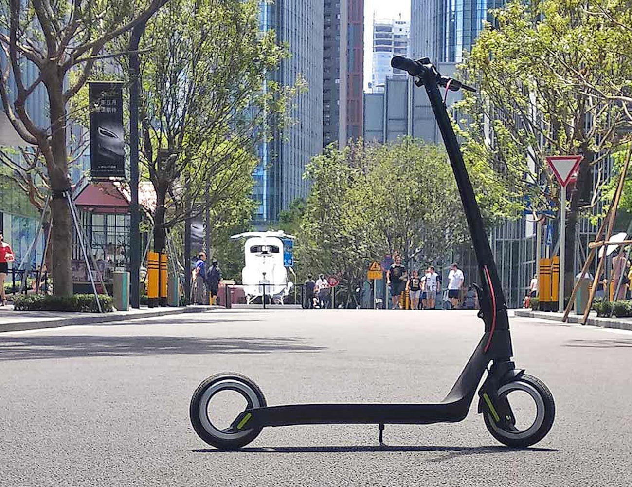 AKTIVO Scoot Hubless Electric Scooter