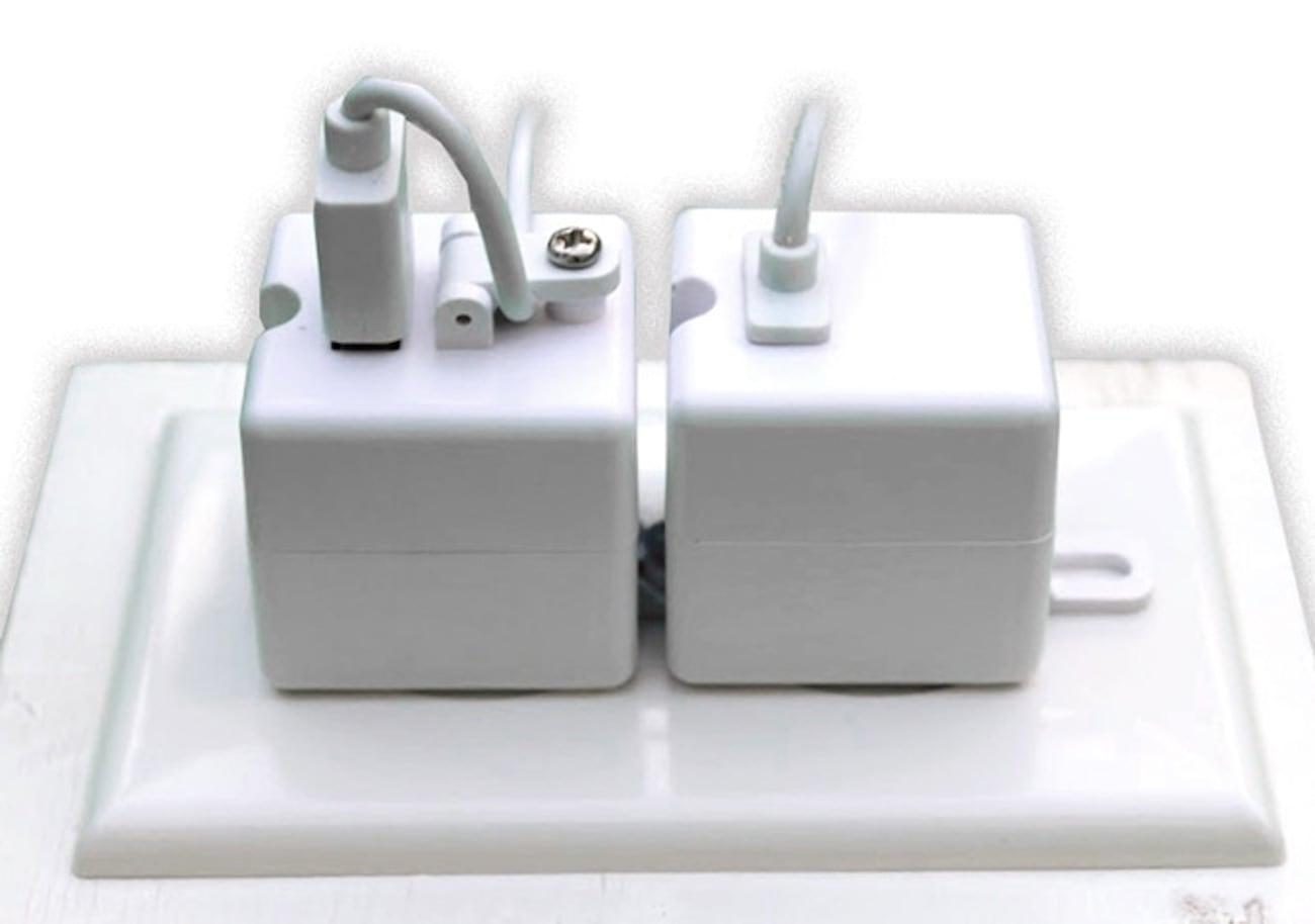 Piranha Plug Locking USB Charger