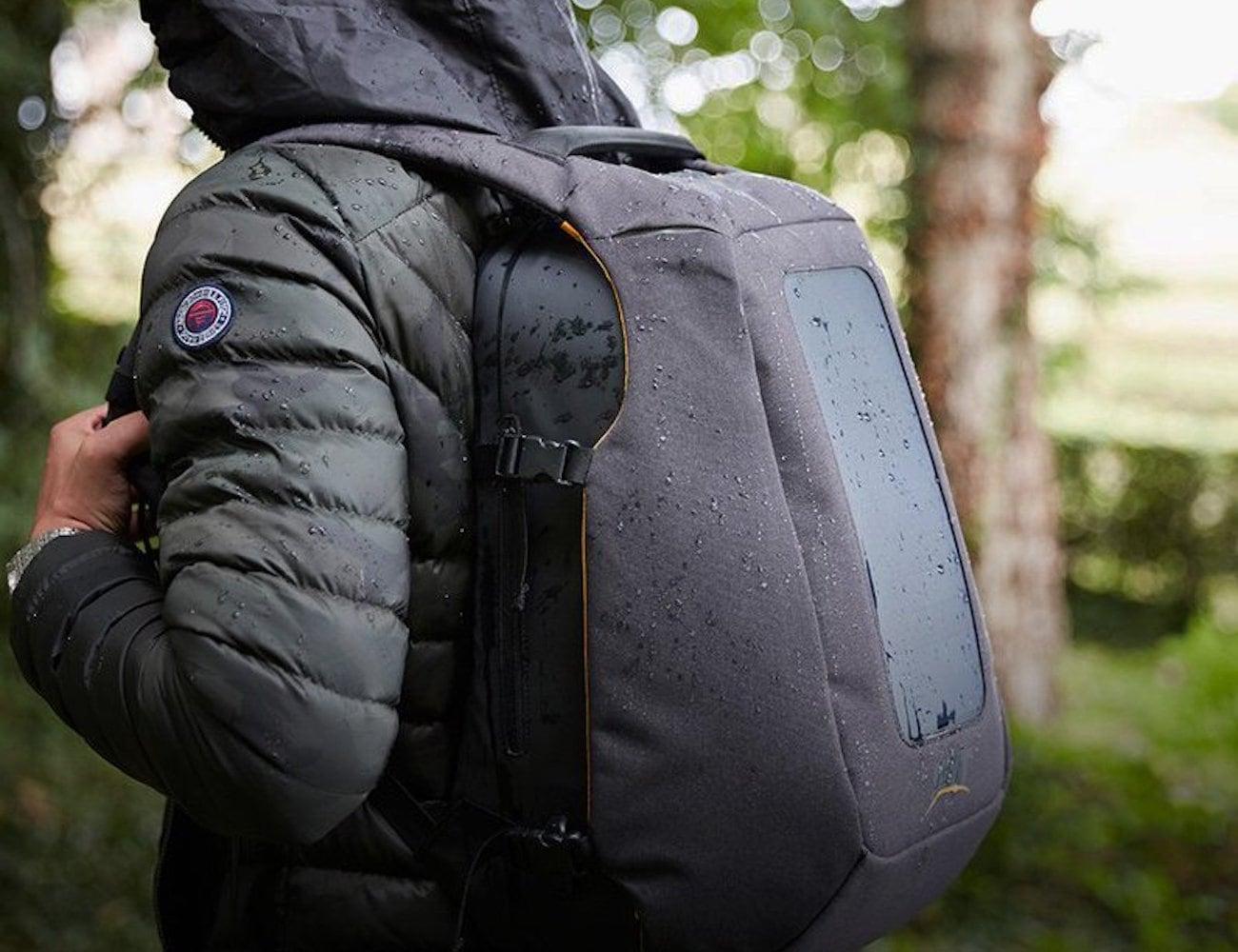 SET Numi Smart Travel Backpack
