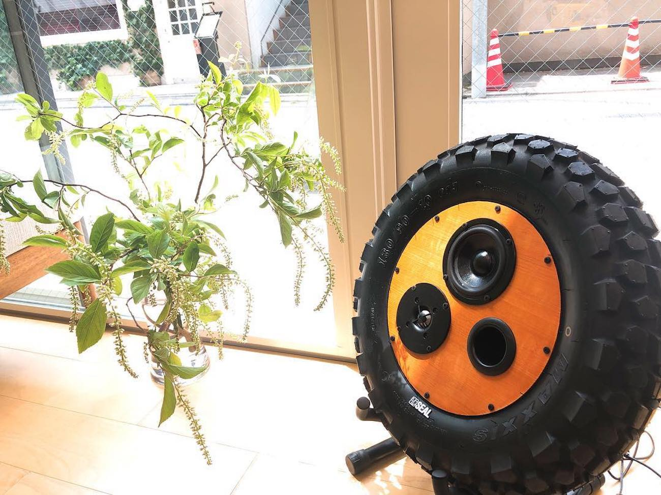 Seal Recycled Tire Speaker