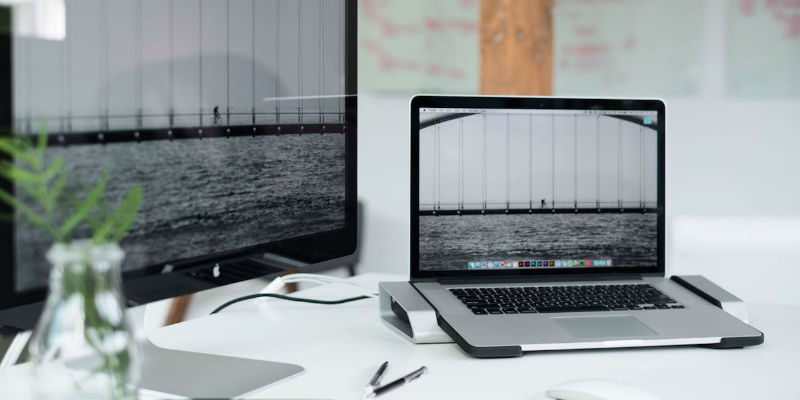 Horizontal MacBook Pro Docking Station