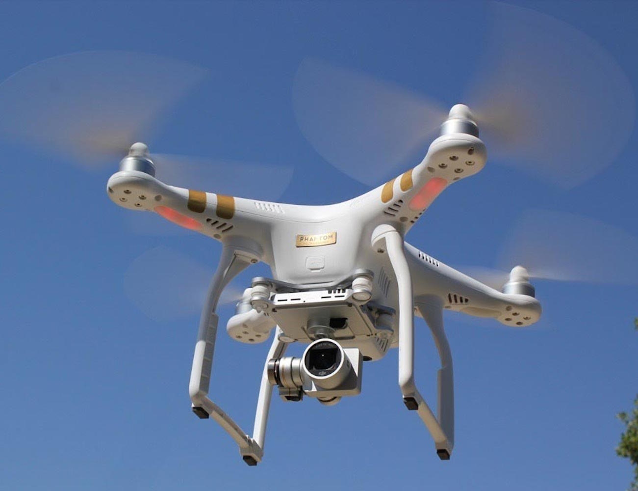 DJI Phantom 3 – Ready To Fly With Built-In Camera