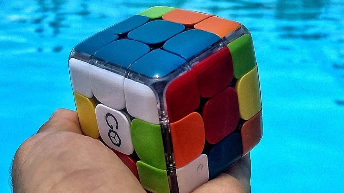 GoCube Smart Cube Puzzle is a modern redesign of the classic brainteaser