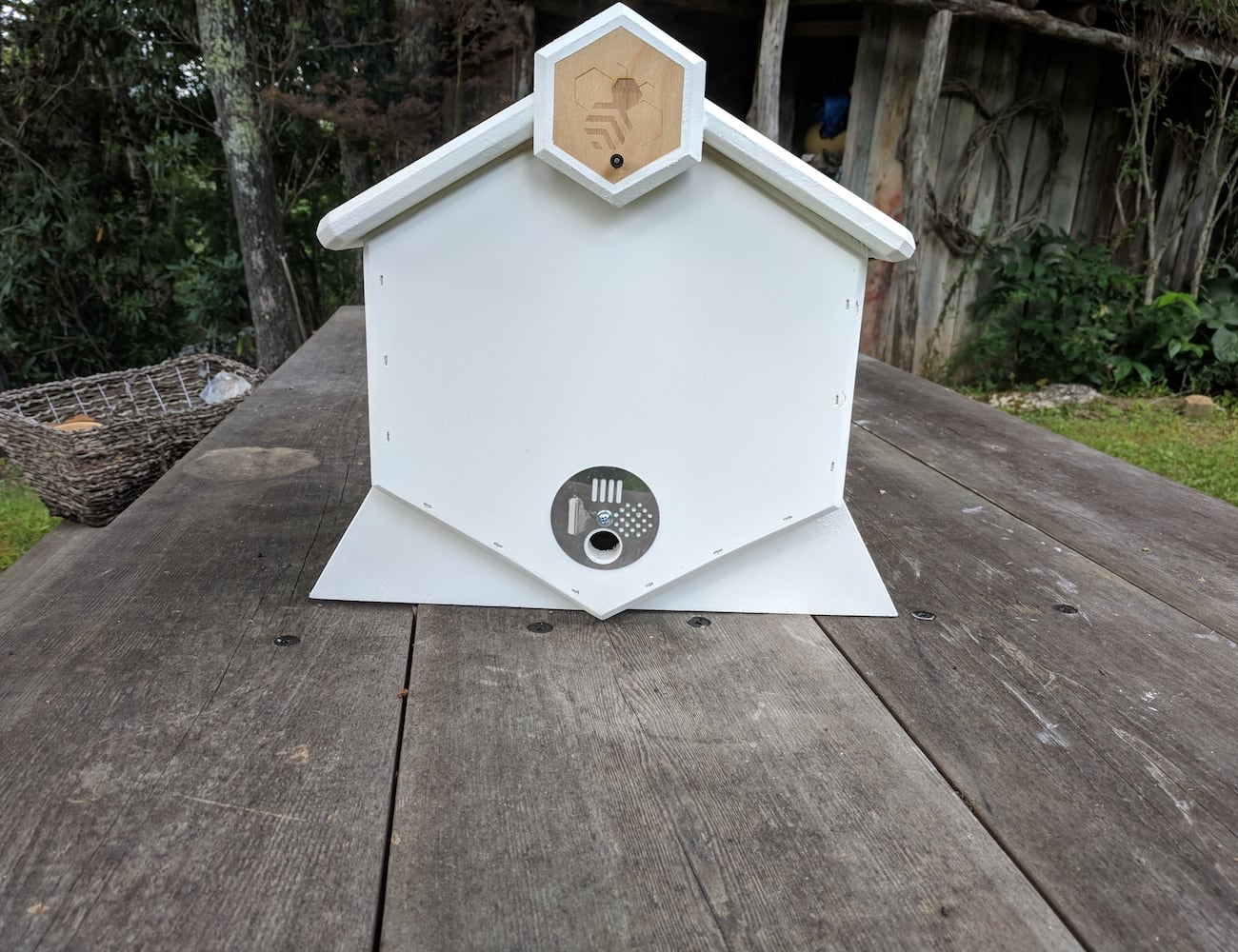 Honeycomb Hive Integrative Beekeeping System