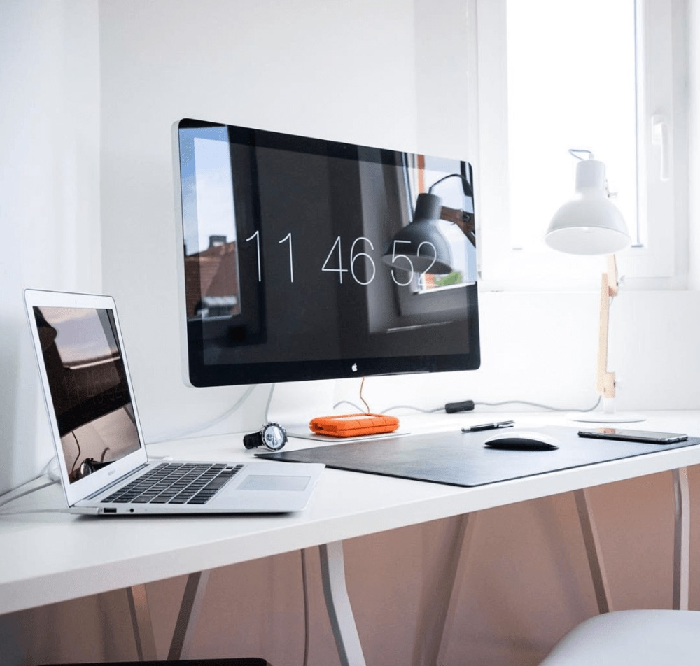 Desk setup by Pierre-Etienne Ferraro