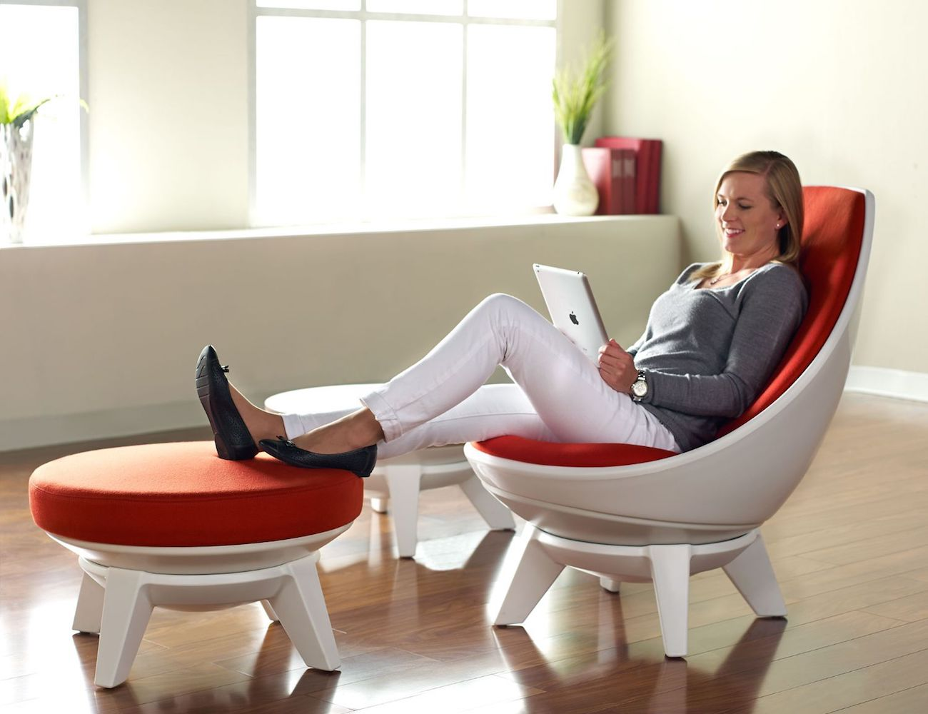 KI Sway Customizable Lounge Chair
