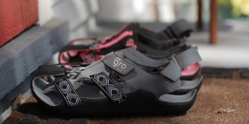 expanding sandals 07