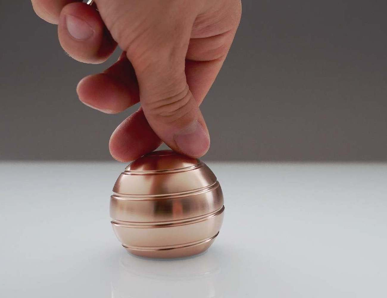 MEZMOGLOBE Kinetic Desk Toy