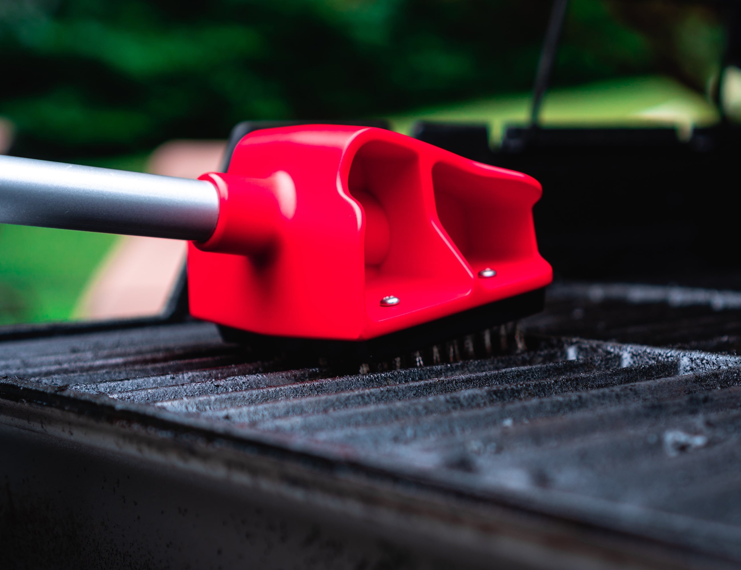 Maggbrush Ultra Safe Grill Brush keeps your grill looking new
