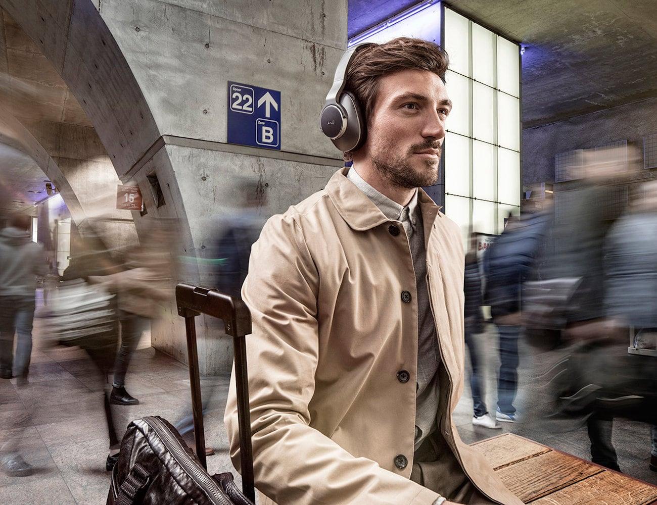 Samsung Wireless AKG Headphones