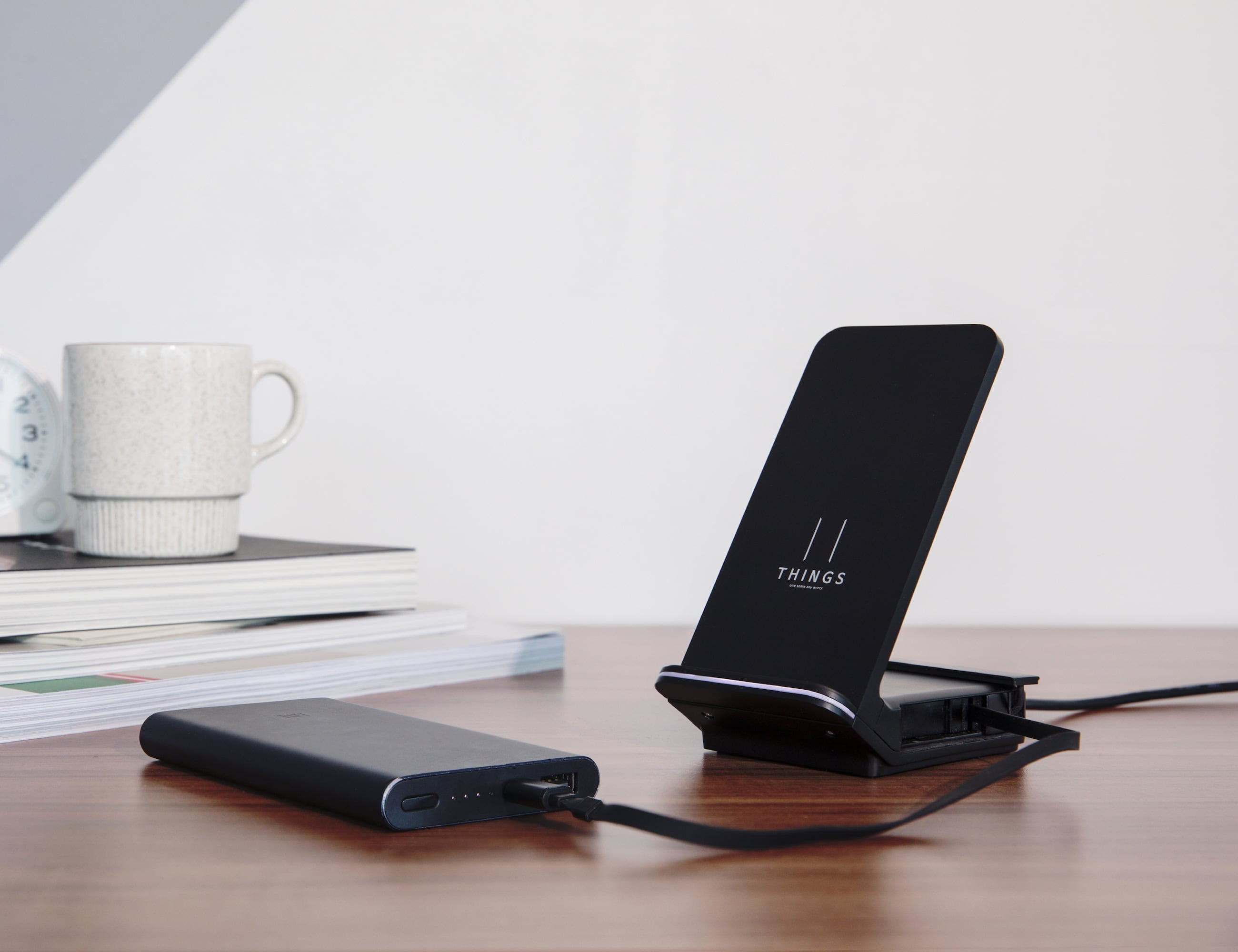 THINGS Hybrid Retractable Charger
