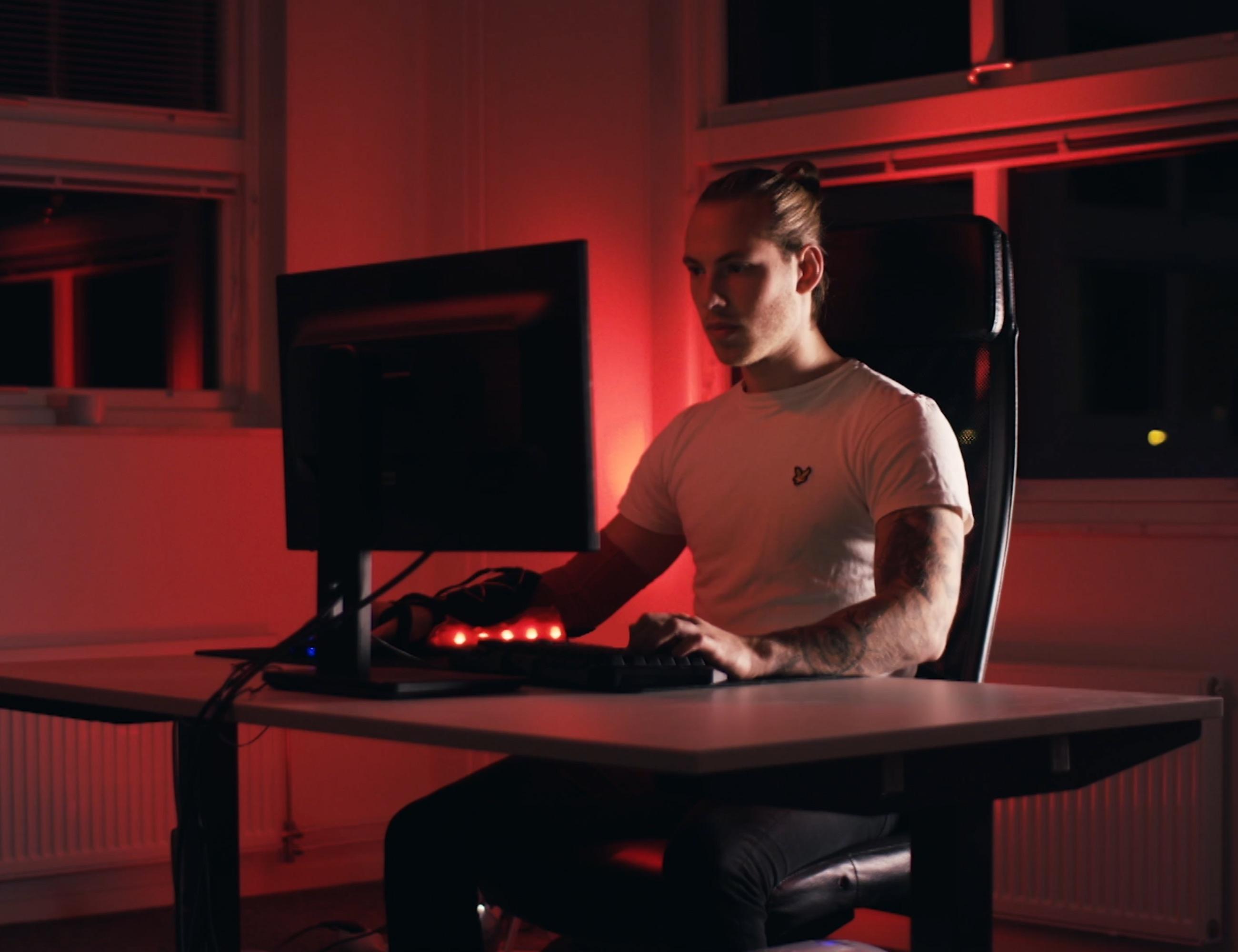 Flashe Performance Enhancing Gaming Glove