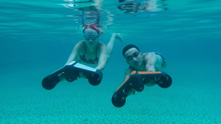 Geneinno S1 integrated underwater scooter lets you explore deeper