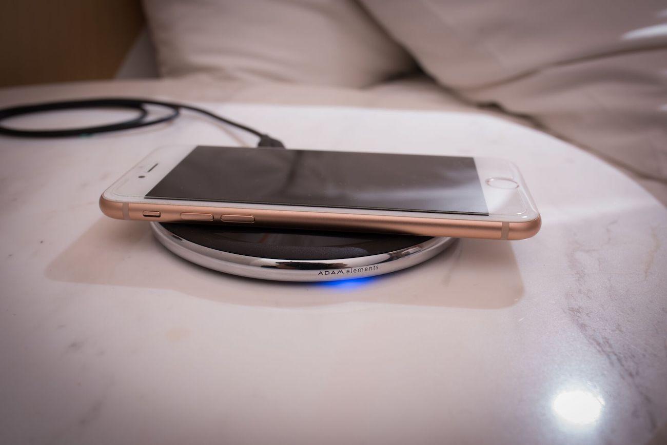 OMNIA Q1 10W Wireless Charging Pad