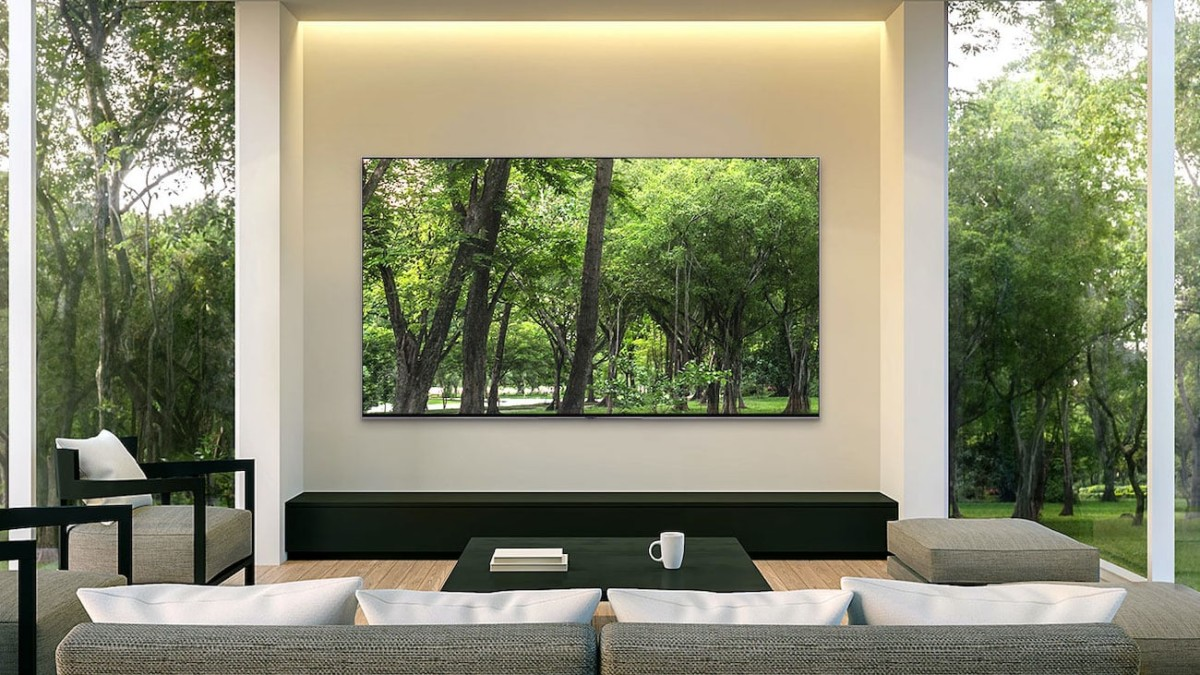 Samsung Q900 QLED 8K TV upscales older content to meet its resolution standards