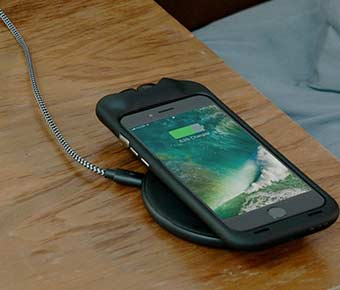 SoundFlow+Combines+Earbuds+and+a+Charging+Case