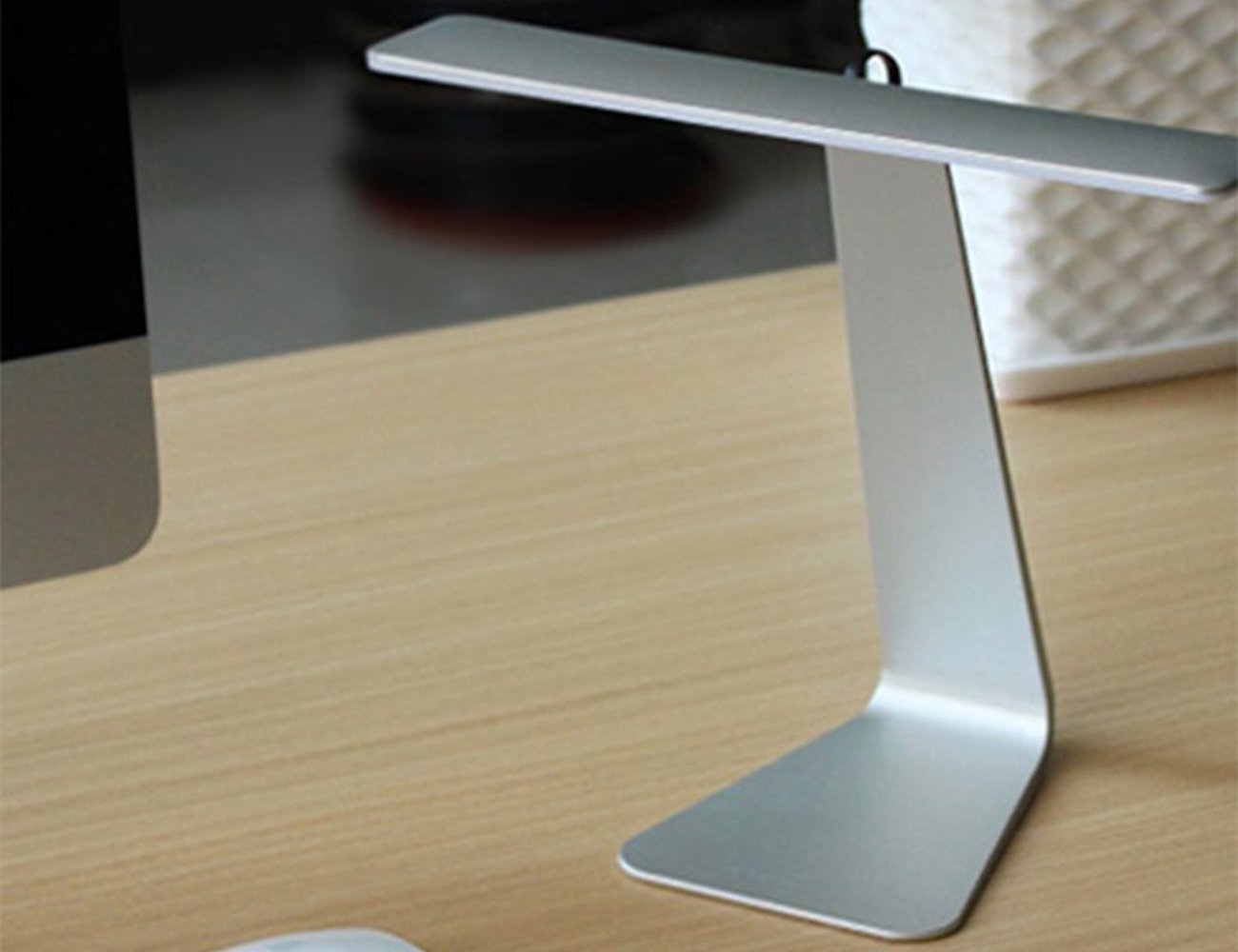 Wall of Dragon LED Charging Desk Lamp