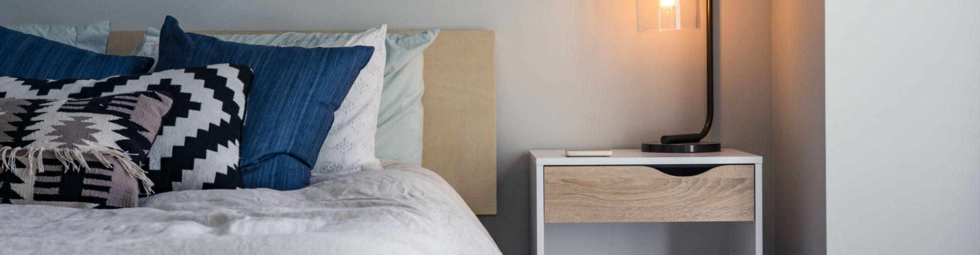 11 Best products to have on your nightstand » Gadget Flow