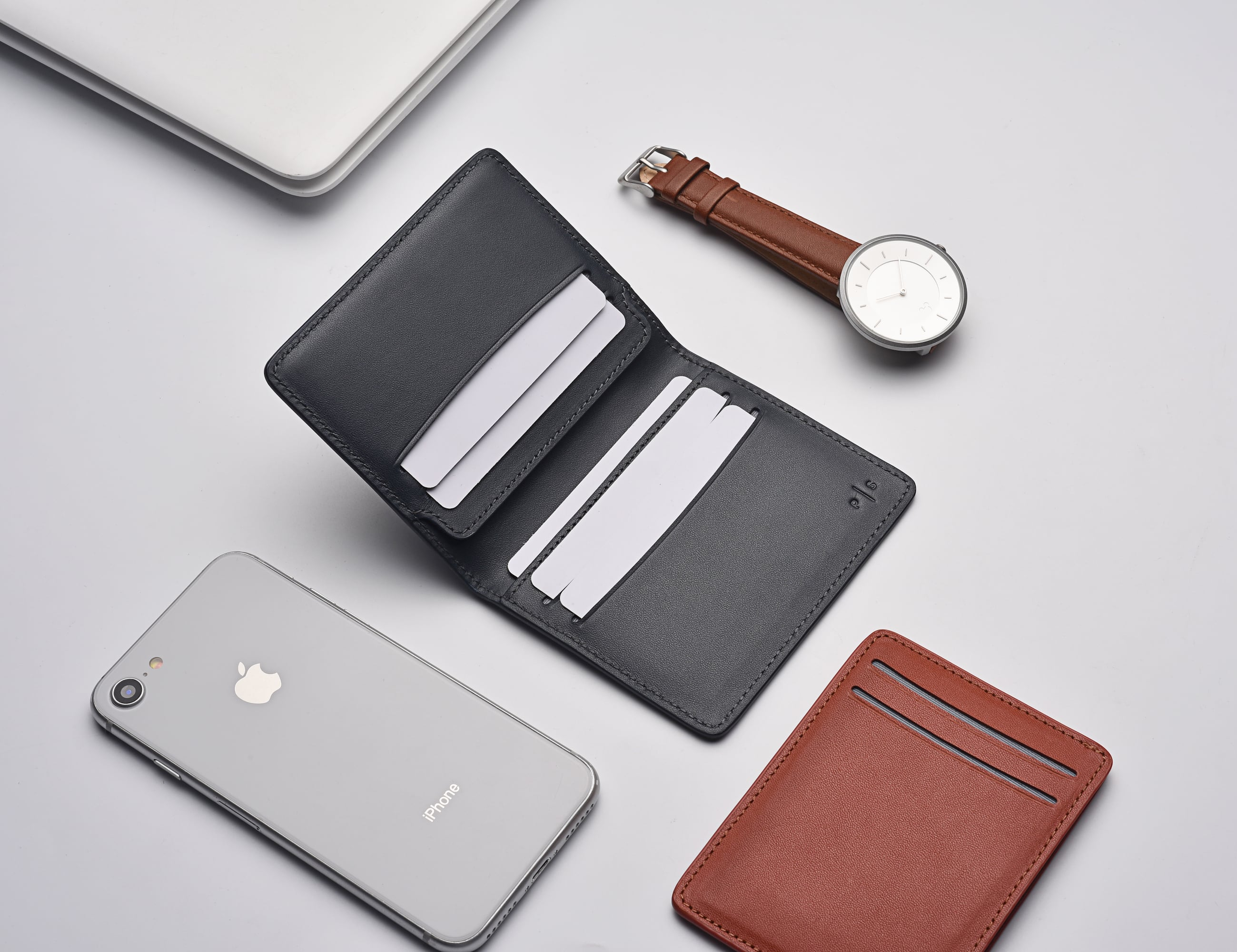 PLAIN SUPPLIES Everyday Leather Wallet