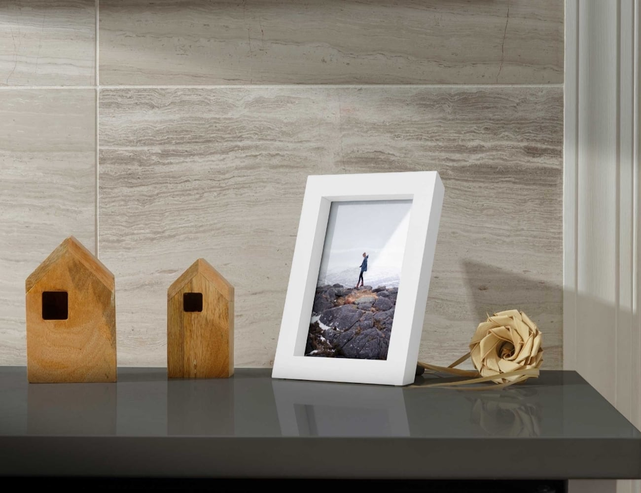Twelve South PowerPic Wireless Charger Photo Frame
