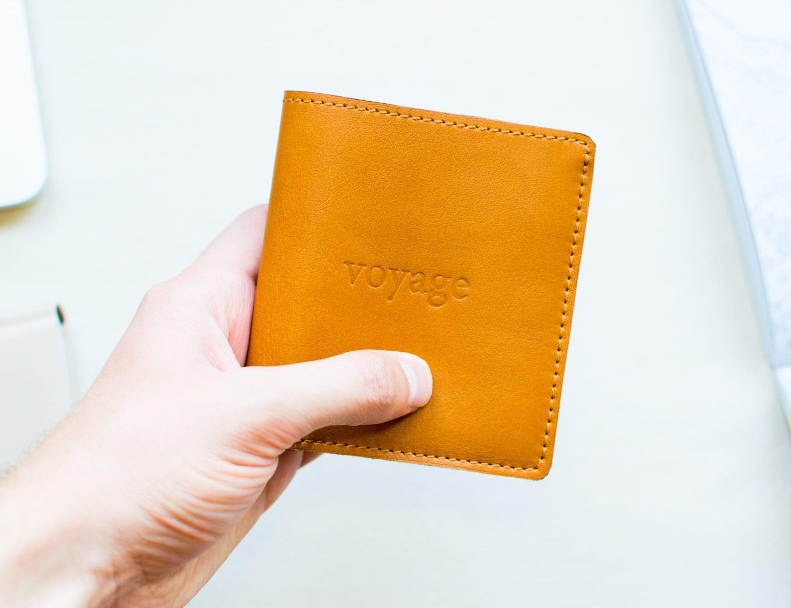 VoyagePrague Slim Minimalist Leather Wallet