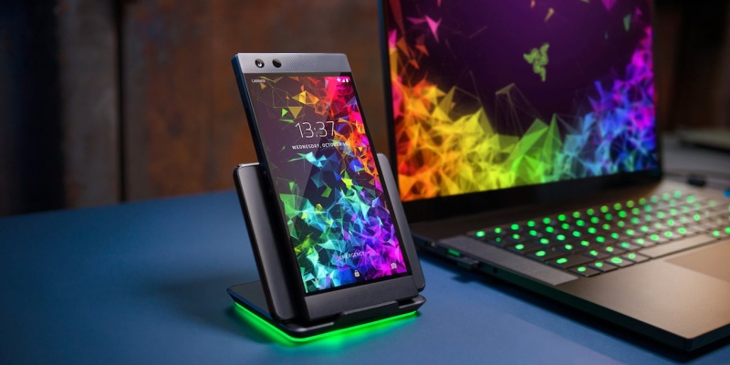Razer Phone 2 Gaming Smartphone - Holiday gift guide 2018 — the best gifts for gamers