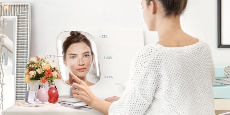 HiMirror Mini Smart Vanity Mirror - Holiday gift guide 2018 — the best gifts for treating yourself