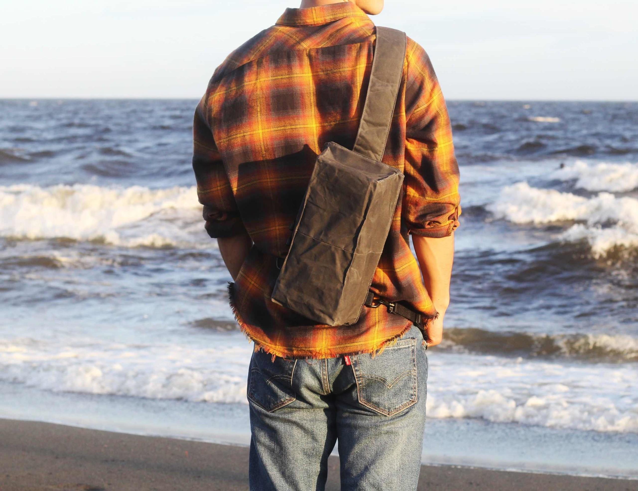 Baksteen Minimalist Crossbody Bag