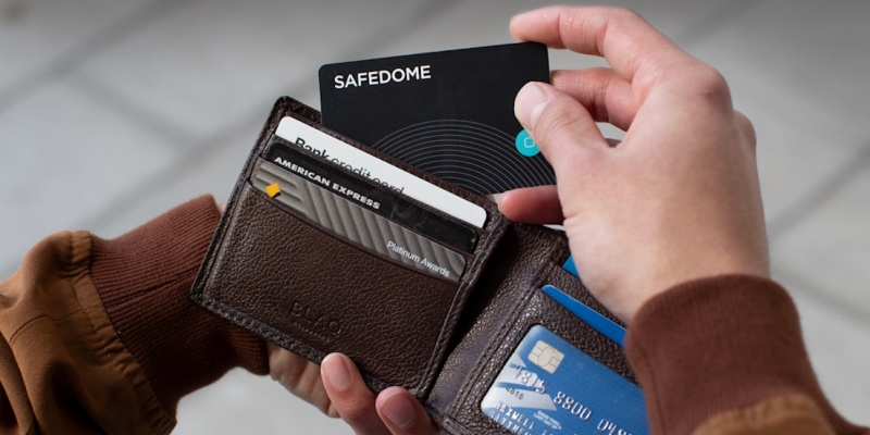 Safedome Recharge Superslim Bluetooth Tracker - Holiday gift guide – Gift ideas under $100