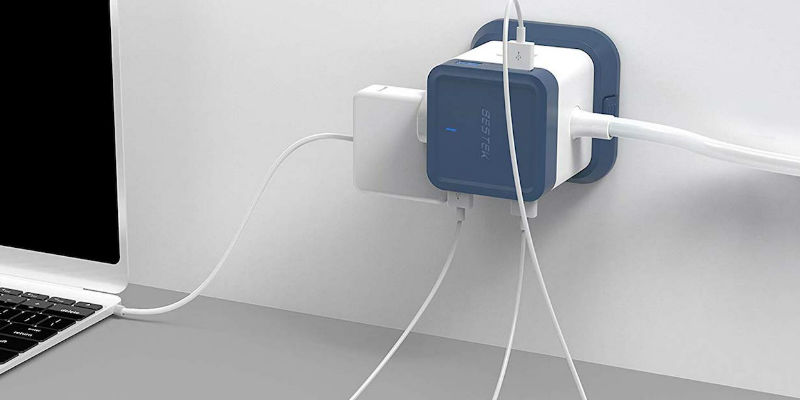7 Smart gadgets to help you survive the holidays with your family - BESTEK Compact USB Power Strip