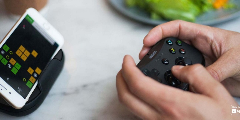 Kanex GoPlay Sidekick iOS Controller - 9 Must-have gadgets for mobile gamers