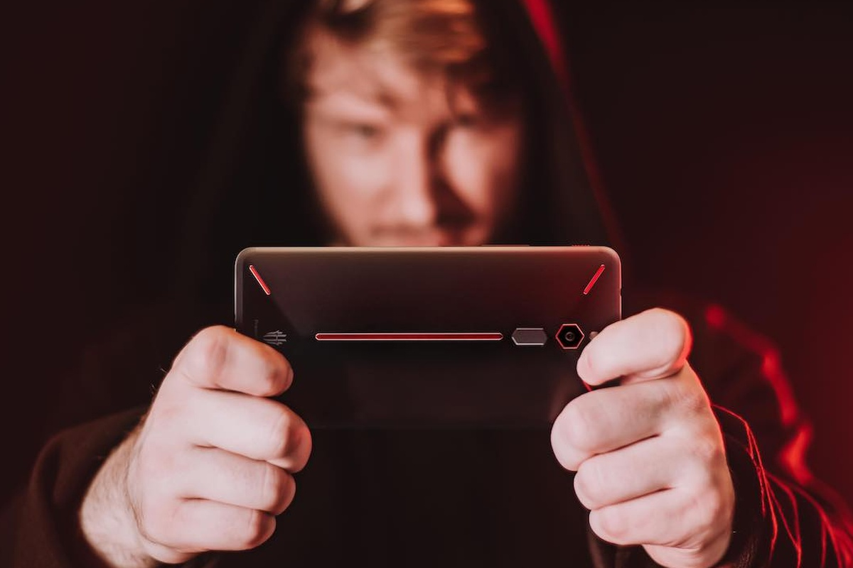9 Must-have gadgets for mobile gamers
