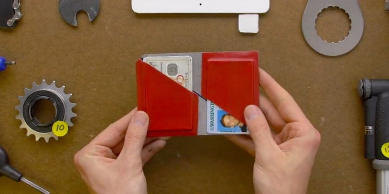 slim wallets - When you need to pay, the Flip-Fold wallet offers quick access