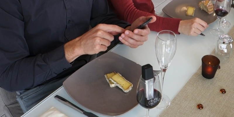 Wine accessories that will make you reach for a glassMyŒno Smart Wine Scanner =