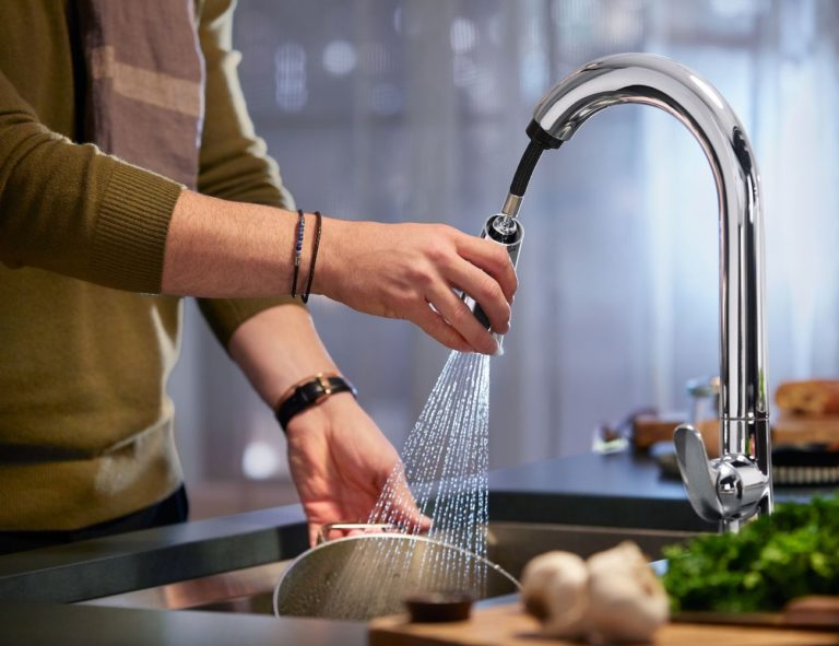 Kohler+Konnect+Sensate+Smart+Kitchen+Sink+Faucet+can+be+activated+with+your+voice
