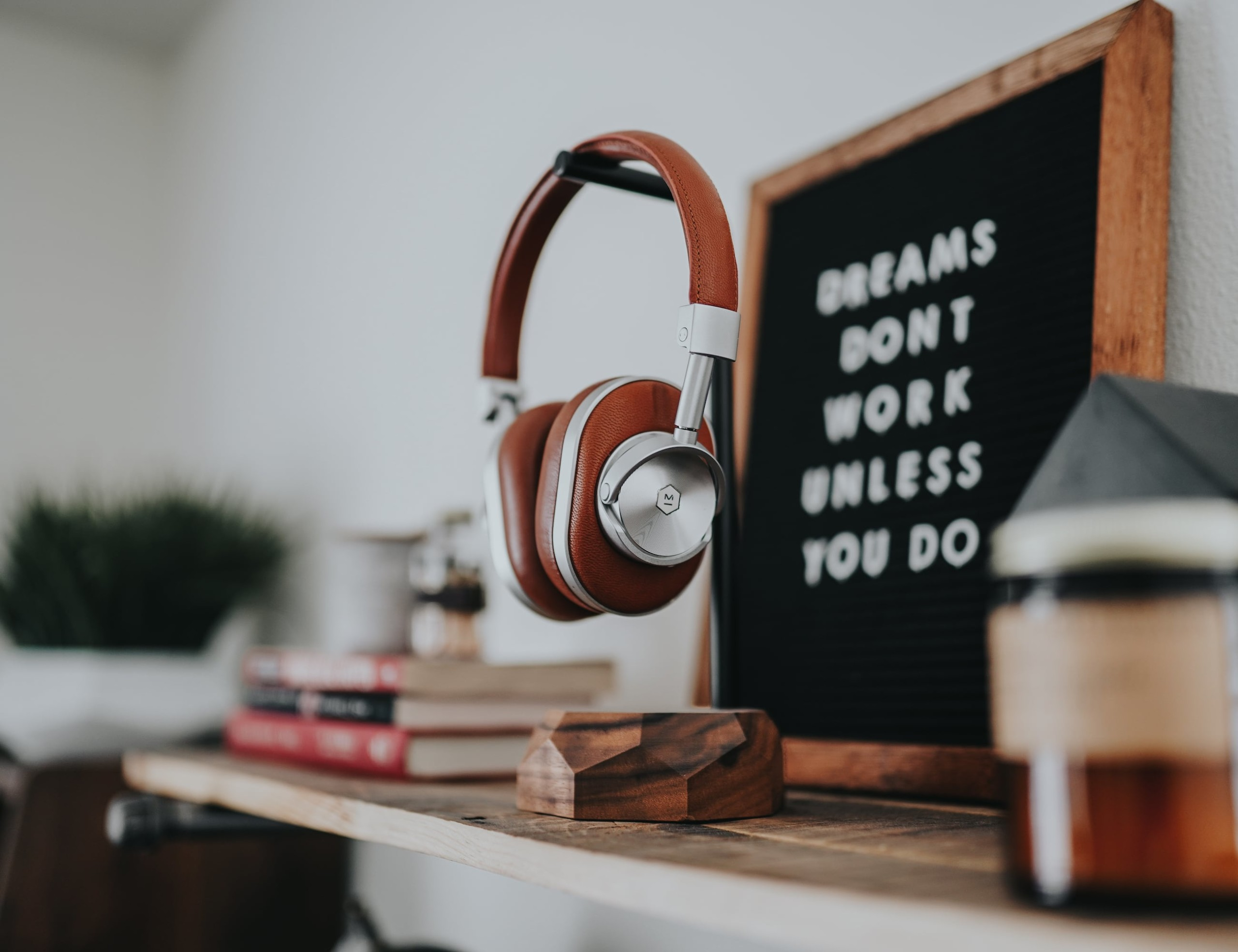 """Oakywood Wooden <em class=""""algolia-search-highlight"""">Headphone</em> <em class=""""algolia-search-highlight"""">Stand</em> has beautifully sculpted base"""