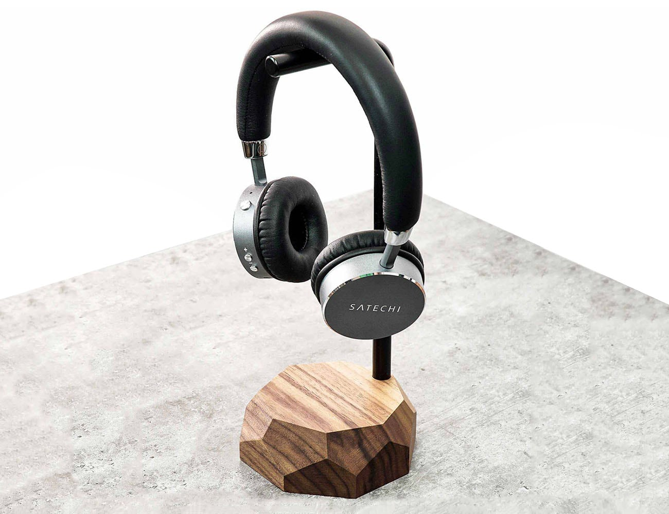 Oakywood Wooden Headphone Stand has beautifully sculpted base