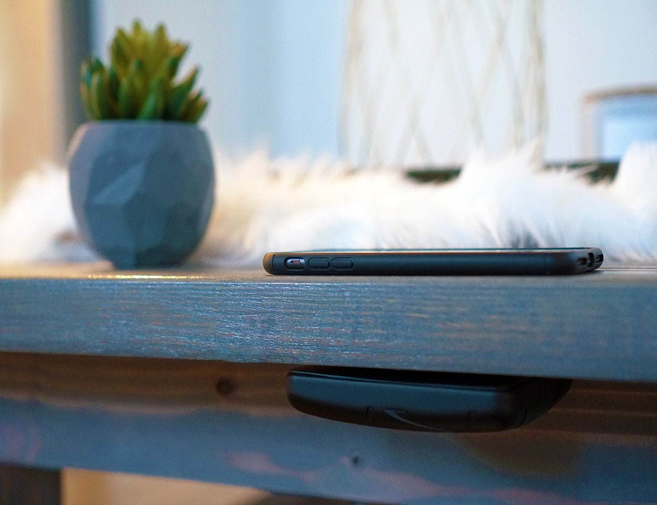 Zoon All-Surface Compatible Wireless Charger