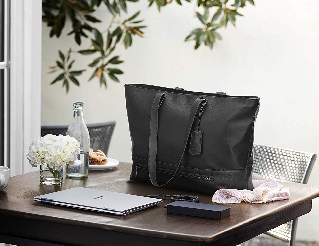 HP Spectre Premium Tech Tote safeguards your devices