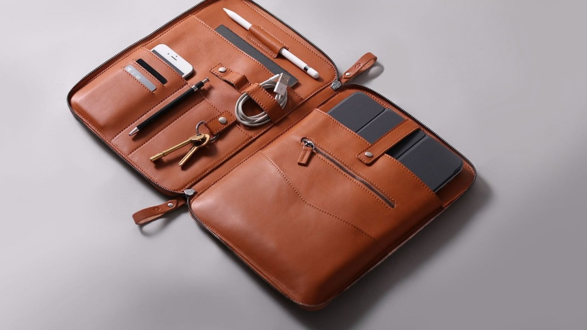 Harber London NOMAD Leather iPad Pro Organizer keeps your gear in place