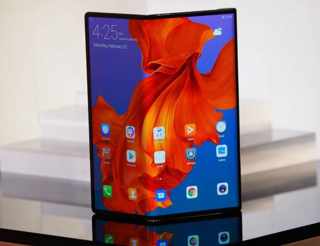 Huawei+Mate+X+Foldable+5G+Smartphone+turns+into+a+tablet
