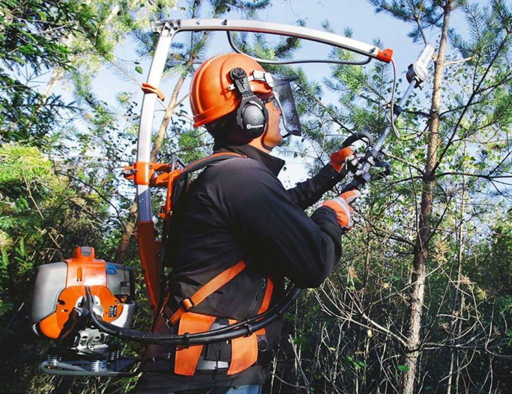 Husqvarna+535FBx+Forestry+Clearing+Backpack+Chainsaw+distributes+weight+evenly