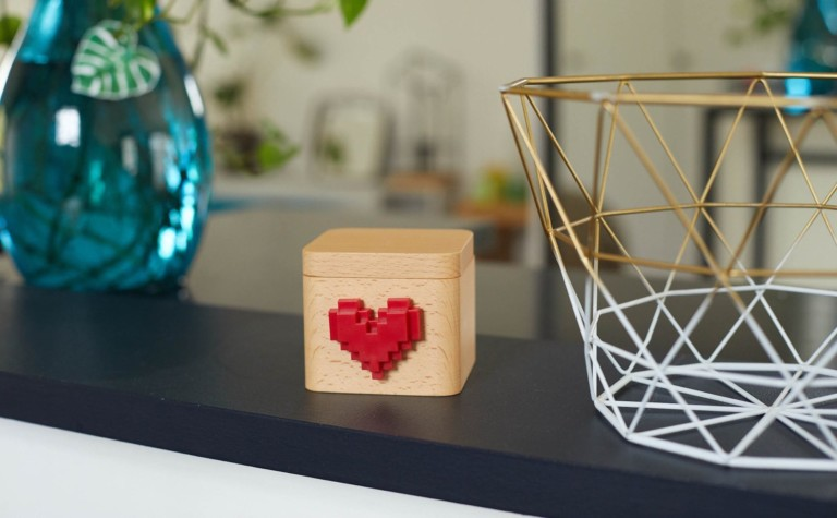 Lovebox Modern Love Note Messenger displays personalized notes of love